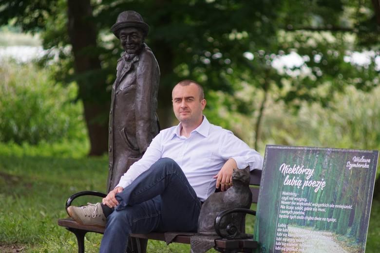 Łukasz Grzegorowski jest w trzecim pokoleniu kórniczaninem: - Chciałbym, aby mieszkańcy czytali wiersze Szymborskiej, a nie tylko chwalili się, że tu