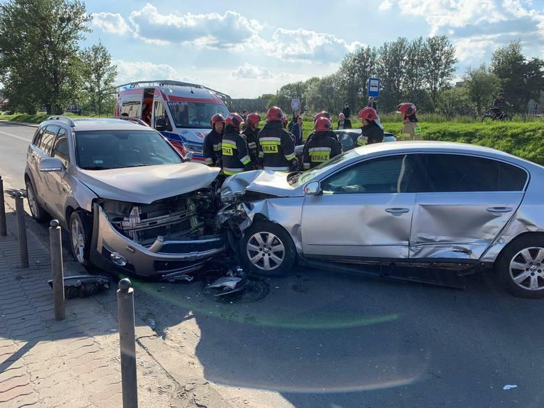 Wypadek na skrzyżowaniu ulic Wilsona i Kałuży w Przemyślu. Zderzyły się trzy samochody osobowe. Samochodami jechało w sumie dziesięć osób. Siedem z nich