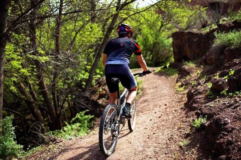 Kolarstwo górskie jest sportem, który wymaga od kolarza dobrej techniki jazdy w trudnym terenie. Rowery typu MTB/XC są nadal jednymi z najpopularniejszych