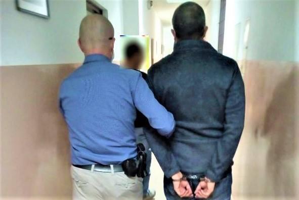 Za przestępstwo uszkodzenia mienia grozi mężczyźnie kara pozbawienia wolności od 3 miesięcy do 5 lat.
