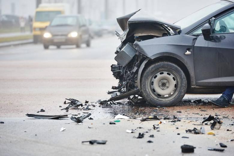 Dwa poważne wypadki pod Grudziądzem! W Dusocinie dachował bus, po poszkodowanych przyleciał helikopter Lotniczego Pogotowia Ratunkowego. W miejscowości