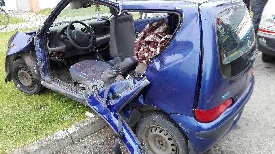 Do wypadku doszło w piątek, 7 czerwca, około godz. 8 na ul. Północnej w Darłówku. Kierująca została przewiezienia do szpitala.Z nieznanych przyczyn kierująca