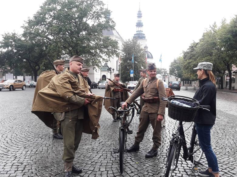 Rajd szlakiem bojowym 10 Pułku Piechoty z Łowicza [ZDJĘCIA]