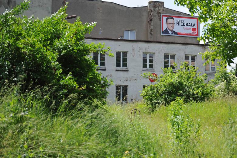 Zespołu Szkół Muzycznych w Poznaniu stanie u zbiegu ulic 28 czerwca i Św. Jerzego, w miejscu dawnej szkoły samochodowej