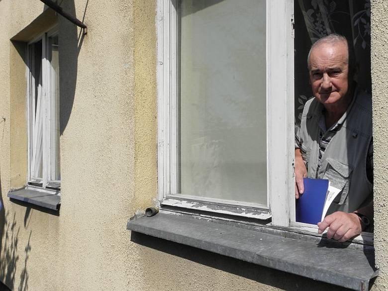 Jerzy Woźniak przez wiele lat walczył o to, by inowrocławianie (w tym on) mogli wykupić swe mieszkania za 5 procent ich wartości. W końcu się poddał