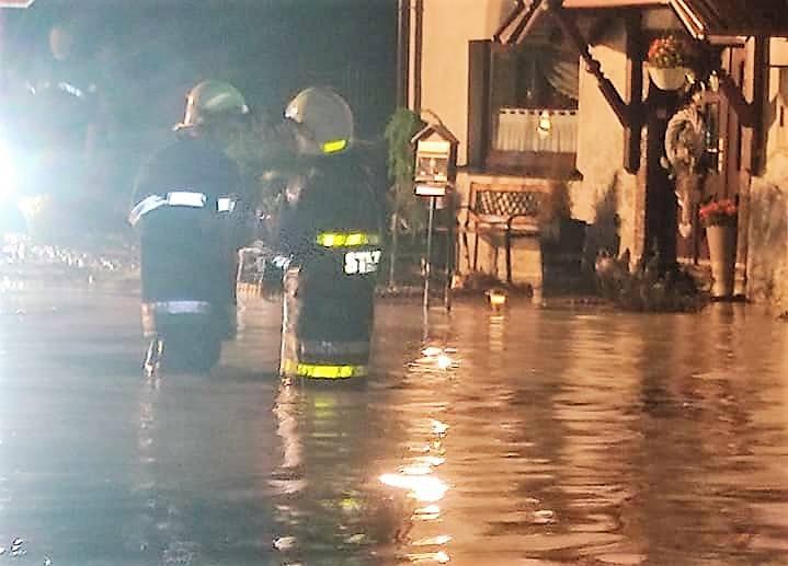 Błotna lawina zalała wieś Borucin w Krzanowicach! Strażacy pracowali całą noc.Zobacz kolejne zdjęcia. Przesuwaj zdjęcia w prawo - naciśnij strzałkę lub