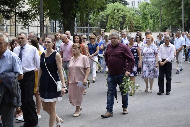 Procesje Bożego Ciała odbyły się również w centrum Skierniewic. Wzięły w nich udział parafie: na osiedlu Zadębie, garnizonowa, św. Stanisława i św. Jakuba. Połączyły się w Rynku.