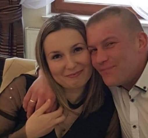 Małgorzata Wójcicka obok swojego męża. Rodzina zbiera pieniądze na leczenie.