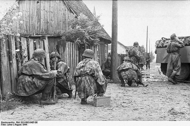 Niemieccy żołnierze na pozycjach