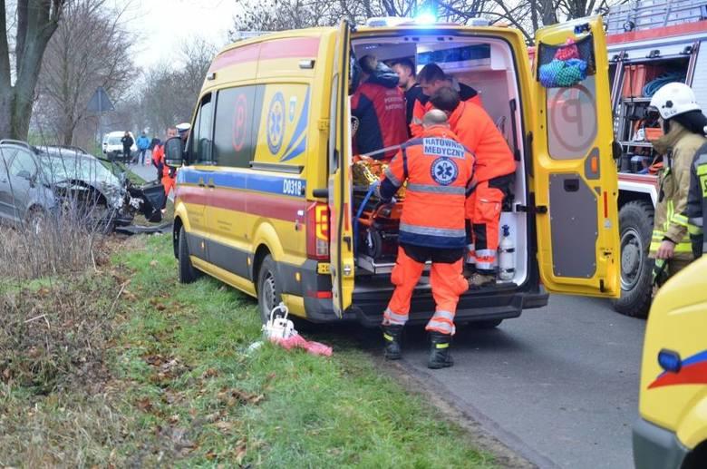 Do zdarzenia doszło dziś przed godziną 14.00, na trasie Niechanowo-Żydowo. W wyniku zderzenia samochodu dostawczego z osobowym jedna osoba zmarła na