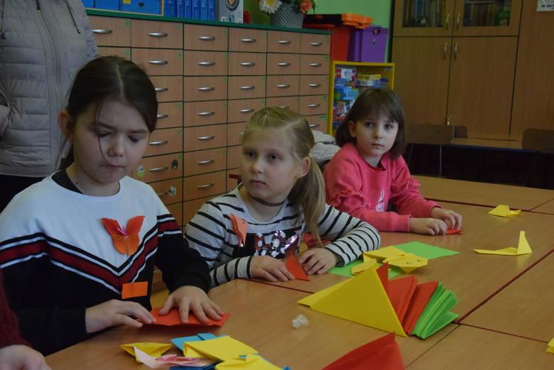 XVIII Święto Origami. Papierowe dzieła sztuki w Szkole Podstawowej nr 47 (zdjęcia)