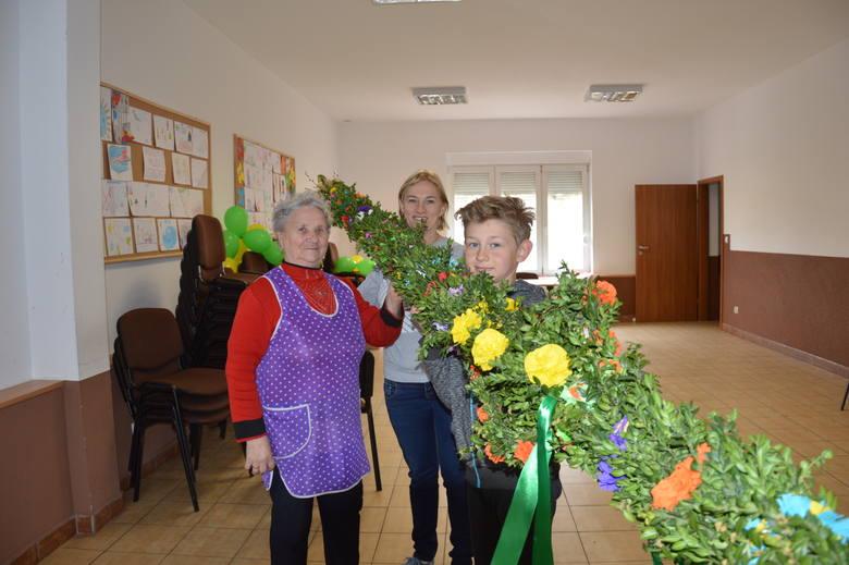 W kościele  filialnym pw św.Jakuba proboscz Czesław Grzelak ogłosił konkurs na najpiękniejszą i największą palmę wielkanocną. Mieszkańcy zrobili takie