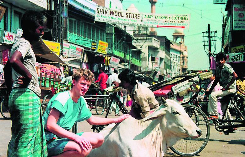 Była raz obora w Bombaju, czyli solidarność szmuglerów. Cezary Borowy o swojej książce