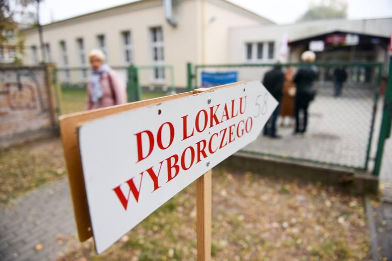 W 458 komisjach wyborczych na terenie 45 gmin, jakie ma w swojej pieczy toruńska delegatura Krajowego Biura Wyborczego, powinno zasiąść 3.935 osób. Jak