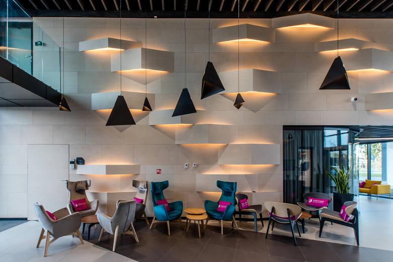 Elastyczne biura CitySpace w nowym biurowcu w Katowicach - Fasce2Face. Przewidziano w nim biura różnego rodzaju: open space, prywatne gabinety, coworking