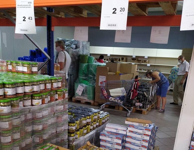 Sklep Mere w Częstochowie przyciąga cenami. Co można w nim kupić i za ile? Zobaczcie ceny artykułów! Zobacz kolejne zdjęcia. Przesuwaj zdjęcia w prawo