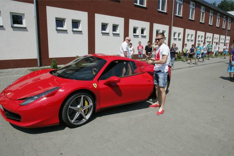 Samochody biało-czerwonych. Czym jeżdżą reprezentanci Polski? [ZDJĘCIA]