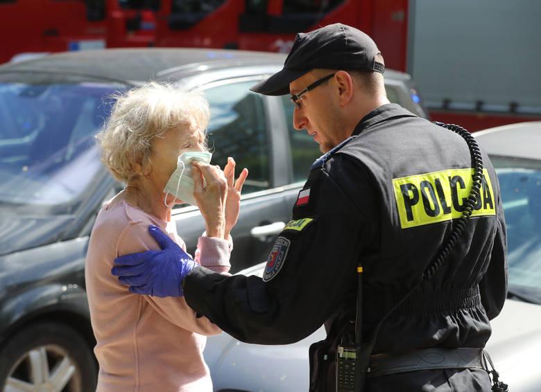 Dbanie o nasze bezpieczeństwo jest ich pracą. Jednak zdarzają się sytuacje, w których policjanci robią znacznie więcej niż nakazywałby protokół.  >>