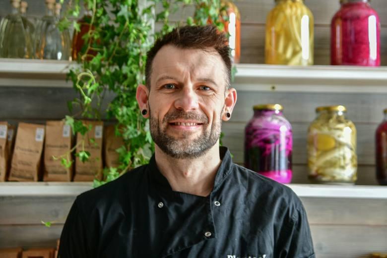 W ogródku restauracji Plantacja Bistro & Deli przy ulicy Żeromskiego w Radomiu serwowane będą dania, które przyrządzi szef kuchni i półfinalista