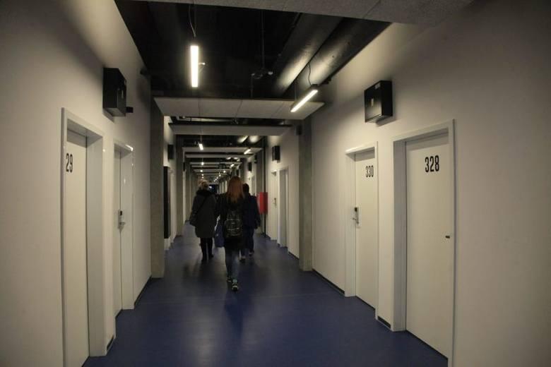 W akademiku mieszka już ponad 300 studentów z całego świata, wśród których ok. 30 procent stanowią Polacy. Standard jest wysoki, ale ceny też - jak na