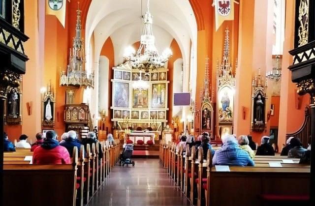 Wielkanoc to najważniejsze święto dla chrześcijan. Wielu Polaków nie wyobraża sobie Wielkiego Tygodnia i samej Wielkanocy bez wizyty w kościele. Czy
