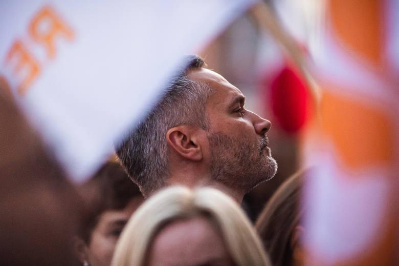 """""""Wolne Sądy - Zacznijmy od zera!"""" - pod takim hasłem odbył się w środę wieczorem (21.08.2019r.) pod Sądem Okręgowym w Gdańsku protest"""