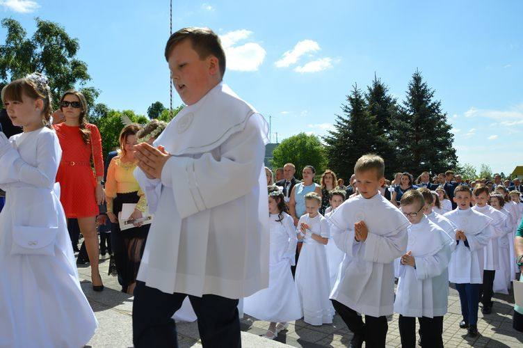 I komunia święta w parafii garnizonowej w Skierniewicach [ZDJĘCIA]