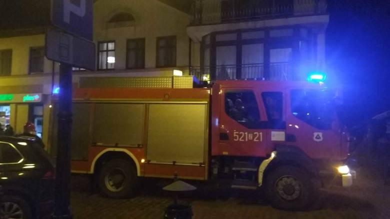 Tuż przed godziną 20:00 strażacy otrzymali zgłoszenie, że w jednej z restauracji przy ul. Jedności Narodowej w Sławnie rozpylono nieznaną substancję.