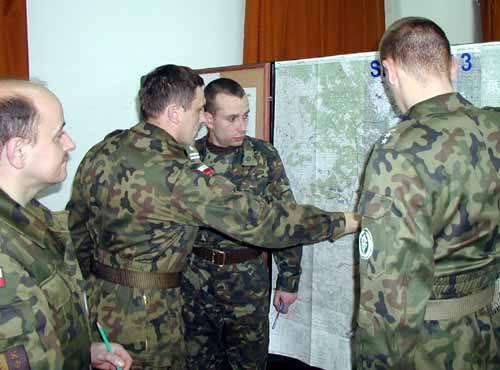Zgrywanie sztabu w procesie planowania było głównym celem treningu w Przemyślu. Nad wariantami przemieszczenia wojska w rejon misji głowili się m.in.