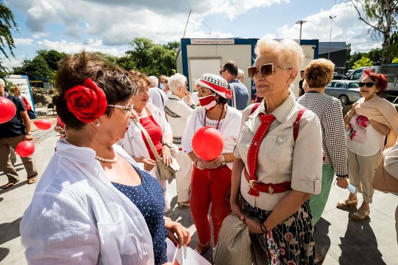 Średnia długość życia w Polsce w 2019 r. to 81,8 lat dla kobiet i 74,1 lat dla mężczyzn.Dane za 2019 rokŹRÓDŁO: Główny Urząd Statystyczny