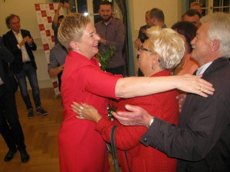 Ostrów WielkopolskiPrezydent Ostrowa Beata Klimek może już przymierzać się do drugiej kadencji. Co prawda nie ma jeszcze wyników oficjalnych, ale wyniki