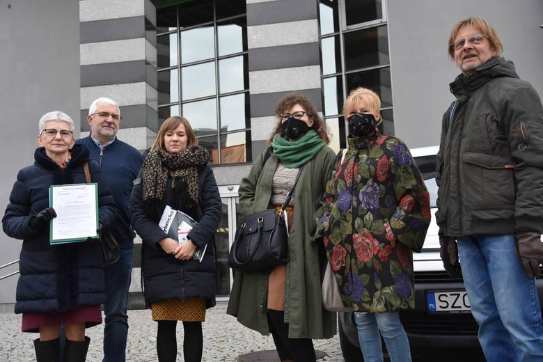 Wojewódzka uchwała antysmogowa zlikwiduje smog? Kobiety z Rybnika mają wątpliwości...