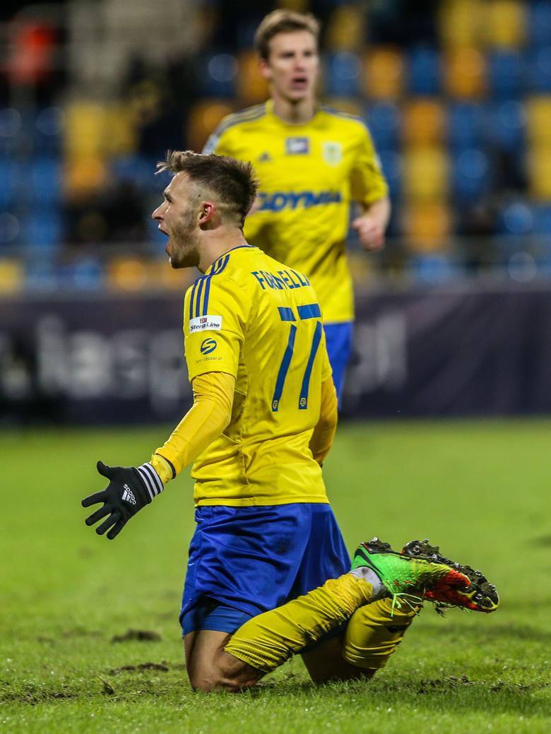 Arka Gdynia zdjęła Koronę! Cztery gole żółto-niebieskich [ZDJĘCIA]