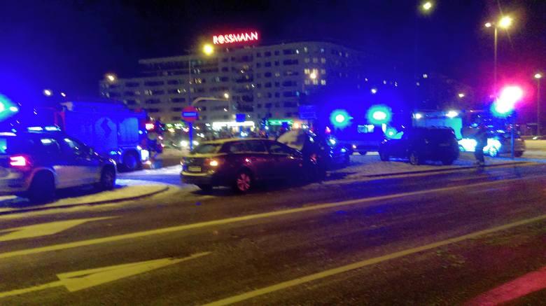 Na rondzie przy siedzibie Jazbudu (skrzyżowanie ulic Antoniuk Fabryczny, Świętokrzyska, Wierzbowa) zderzyły się dwa samochody. W jego wyniku lekko została