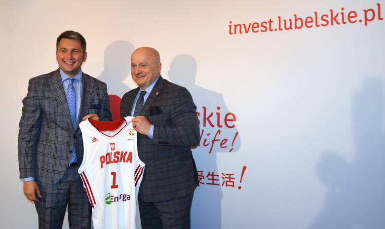 Prezesi PZKosz., Radosław Piesiewicz i Grzegorz Bachański, postulaty klubów koszykówki potraktowali z przymrużeniem oka.