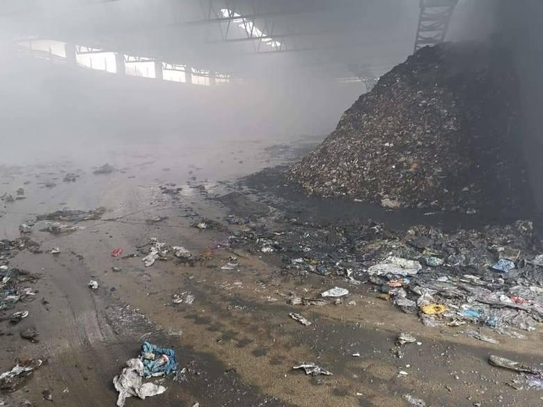 Pożar w zakładzie przetwarzania odpadów w Przemyślu. Przyjmowanie odpadów komunalnych odbywa się bez zmian, trwa szacowanie strat