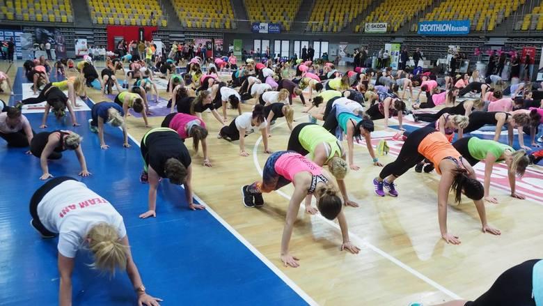 Ponad 500 osób niedzielę postanowiło spędzić aktywnie - ćwicząc na zorganizowanym przez Głos Koszaliński II Maratonie Fitness w koszalińskiej Hali Widowiskowo