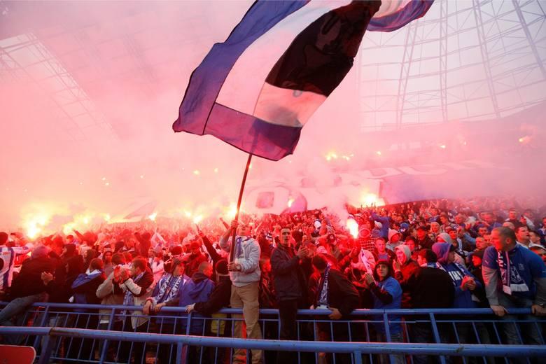 Lech Poznań: Grupa kibiców Ultras Lech przestała istnieć. Kto zajmie się oprawami? Znamy kulisy ataku chuliganów Widzewa Łódź