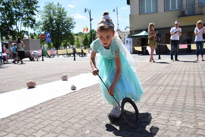 Tu jest fenomenalny dom kultury - powiedziała nam Małgorzata Narożna. Jej siedmioletnia córeczka na co dzień przyjeżdża z osiedla Białostoczek na zajęcia