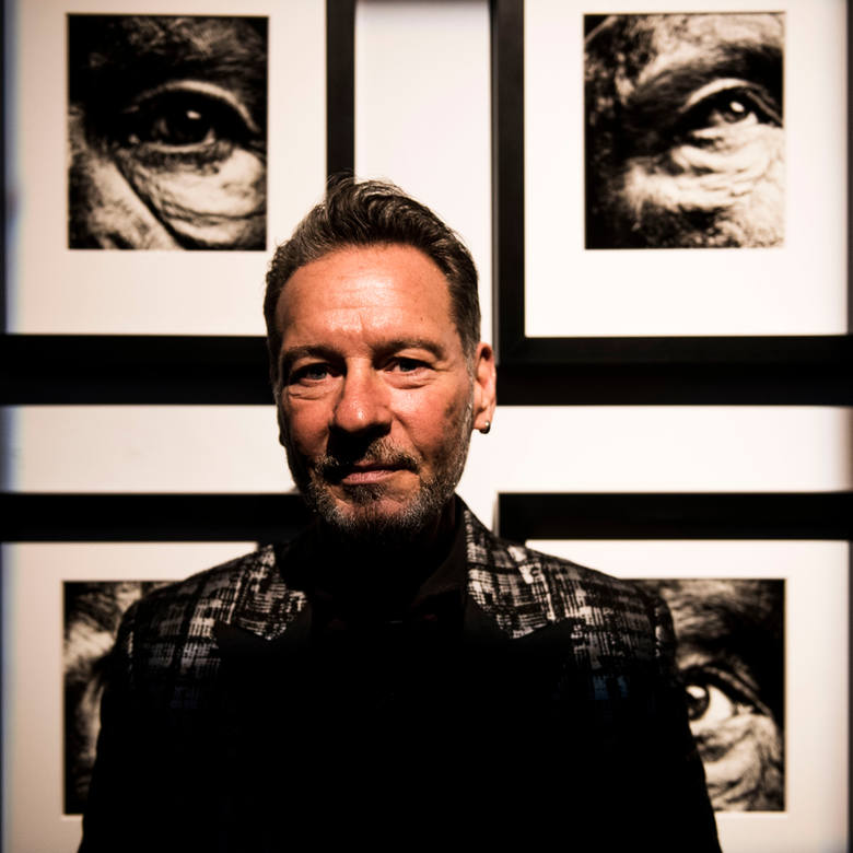 Na zdjęciach autorstwa fotografa Sandro Millera można oglądać różne wcielenia wybitnego aktora Johna Malkovicha.