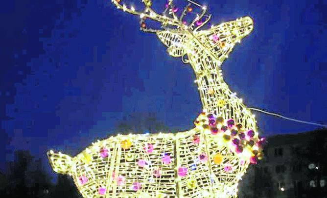 Wśród świątecznych nowości jest między innymi sześciometrowy renifer na placu Antoniego Surowieckiego. Wygląda imponująco