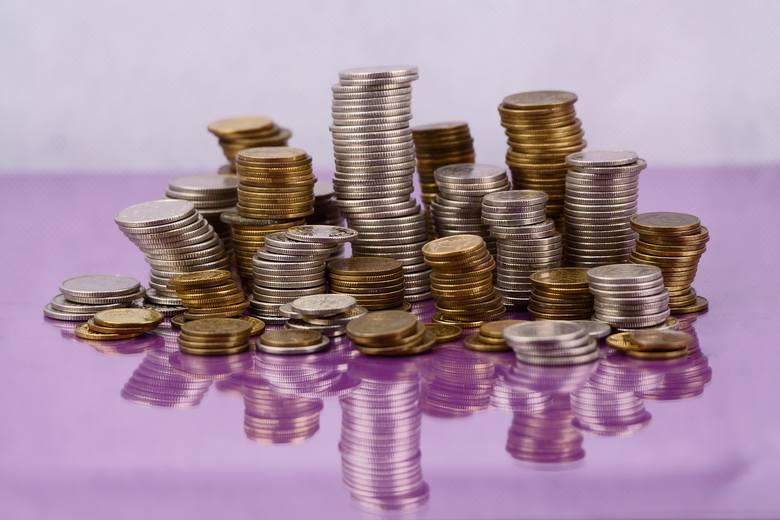 Płaca minimalna na przestrzeni lat znacząco się zmieniła. Płaca minimalna w 2019 roku ma wynosić przynajmniej 2200 zł brutto.Jesteście ciekawi o ile