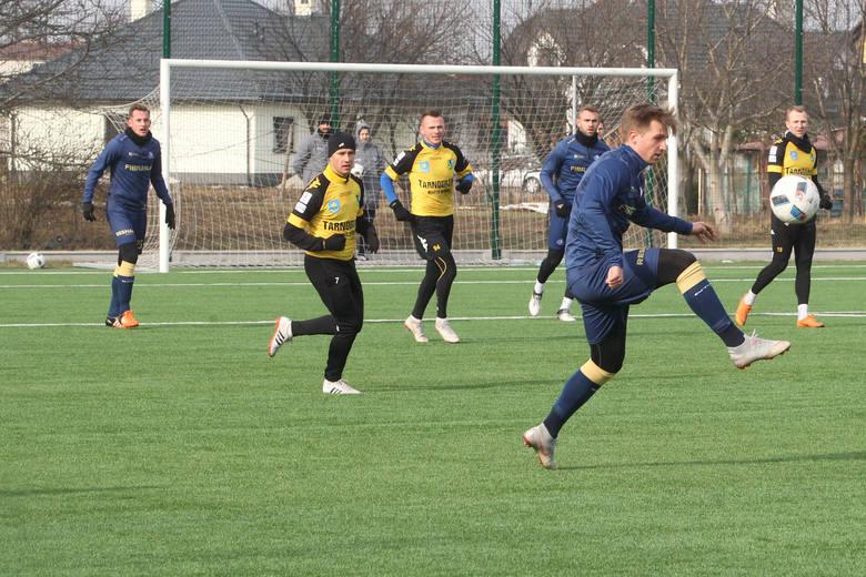 Mecz był bardzo pechowy dla gracza rzeszowian Mateusza Olejarki, który doznał kontuzji nosa.NOWINY - STADION Tomasz Płonka napastnik Stali RzeszówPOPULARNE
