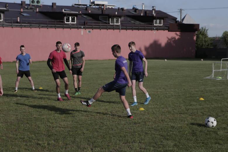 4 liga. Spartakus Daleszyce wznowił treningi. Na pierwszych zajęciach było 24 zawodników. Zobaczcie kto był w tym gronie [ZDJĘCIA]