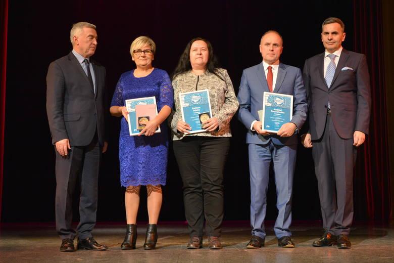 Na zdjęciu od lewej: Andrzej Bętkowski - Marszałek Województwa Świętokrzyskiego, Anna Dziedzic, Barbara Rżana, Andrzej Poniewierski, Stanisław WróbelNauczyciel