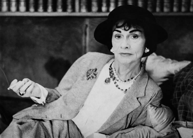 Coco ChanelPierwsza kobieta, która wkroczyła doświata mody, zdominowanego wcześniej przez mężczyzn. Symbol dobrego smaku i stylu, wyznaczyła kierunek