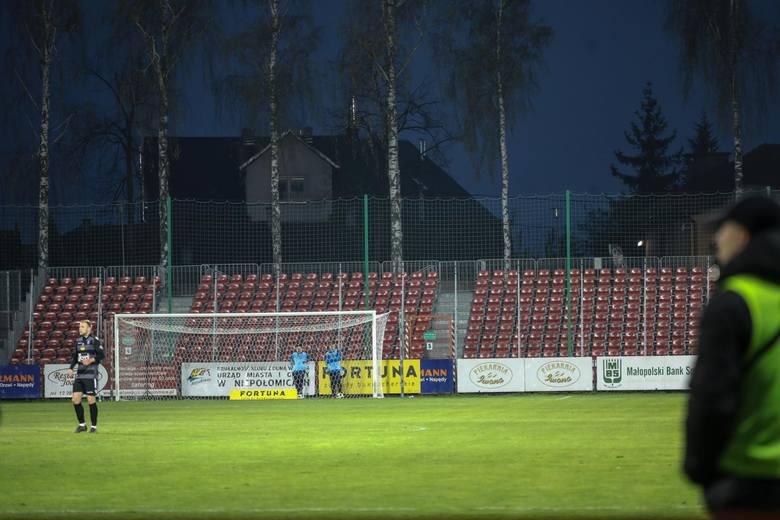 Puszcza Niepołomice - GKS Katowice, pusty sektor dla kibiców gości