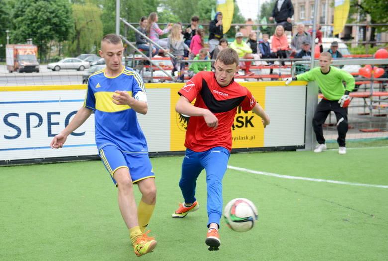 W sobotę i niedzielę (20-21 maja) odbywają się w Zielonej Górze na Placu Bohaterów XV Jubileuszowe Mistrzostwa Polski w Piłce Nożnej Ulicznej Osób Bezdomnych