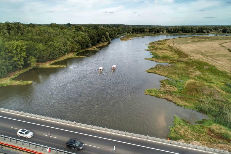 Kolejna porcja imponujących zdjęć Grzegorza Walkowskiego. Tym razem możemy zobaczyć ostatnie chwile budowy mostu w ciągu drogi S3 w Cigacicach.Przeprawę