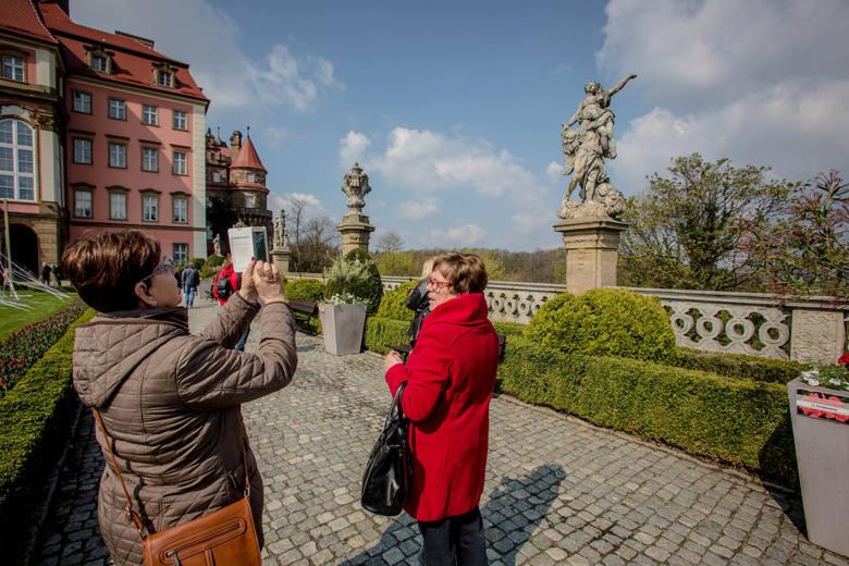 """Zajrzeliśmy do jednego z najnowszych przewodników po Polsce """"Gdzie w Polsce na weekend? 100 niezwykłych miejsc, których nie możesz przegapić!"""""""